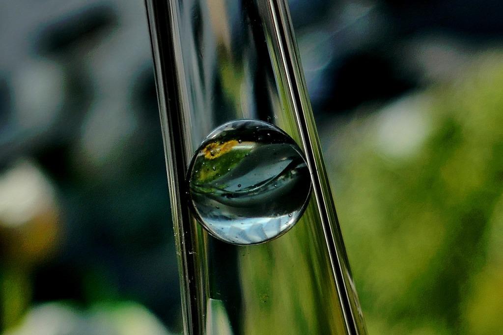 glass-2474570_1280